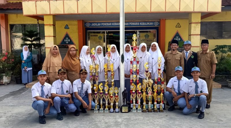 Pasukan Pengibar Bendera MAN 1 Medan (PASPRAMSAT) Raih Juara Nasional